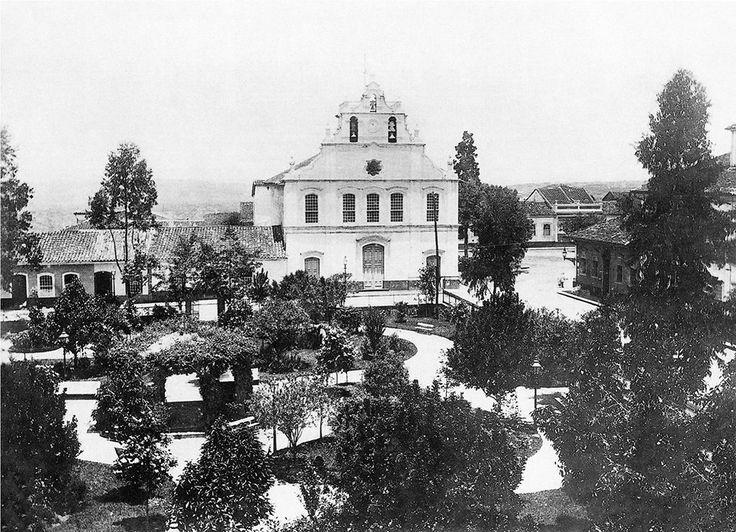 1887 - Igreja dos Remédios na praça João Mendes, antigo Largo Municipal (foi demolida em 1943 como parte do Plano de Avenidas do prefeito Francisco Prestes Maia).