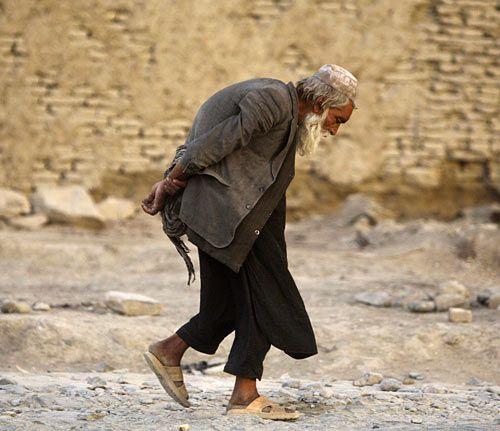 old man traveling - Google zoeken