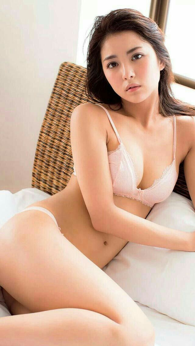 Pornstar mana izumi shows her anal creampie 4