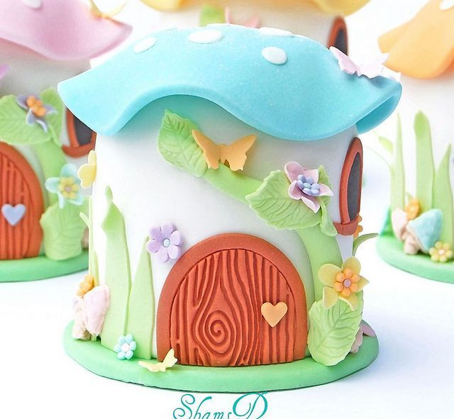 Mini Toadstool House Cake: