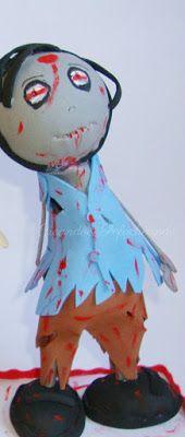 Aqui vemos al zombie fofucho con ropa rota y cubierto de sangre
