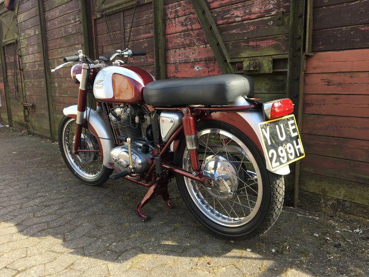 "#Ducati #TS #Turismo #vintage #175 ""oldschool #restore #1961 #love #Original #OEM #fastonce #licenceplate from same age"