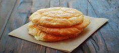 Oopsie brood Ingredienten: -100 gram roomkaas (griekse yoghurt, volle kwark of hutenkase). -3 eieren -1 tl bakpoeder -snuf zout -3 eetl speltmeel, amandelmeel of sojameel