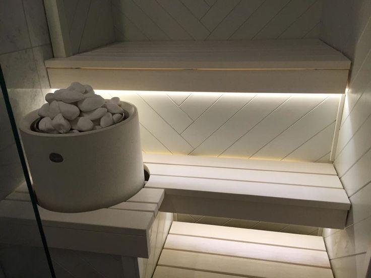 Valkoinen sauna kalanruotopaneelilla - Etuovi.com Sisustus