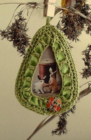 BushcraftZ: DIY Easter: Crochet Easter egg shaped picture fram...