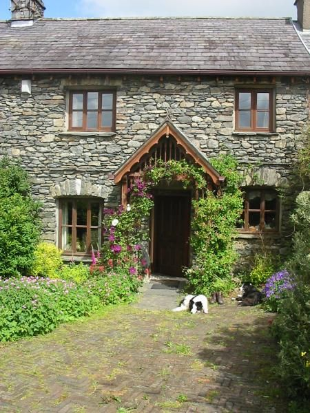 Curlew Rise front entrance - Curlew Rise, Holiday Cottage in The Lake District, Sleeps 6, Games Room http://www.independentcottages.co.uk/lake_district/curlew-rise-ref1225