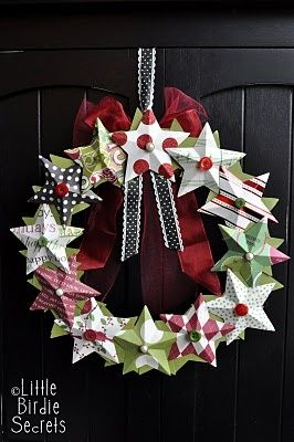 Star wreaths and star gift tags christmasChristmas Wreaths, Stars Wreaths, Paper Stars, Paper Wreaths, Christmas Crafts, 3D Paper, 4Th Of July, Christmas Decor, Diy Christmas