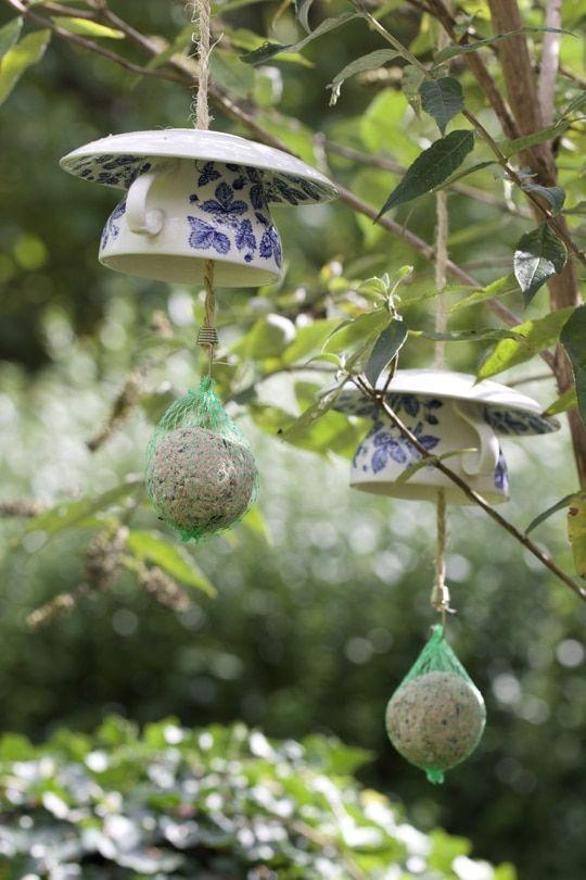 Des mangeoires oiseaux originales les animaux du jardin mangeoire oiseau mangeoire et - Les animaux du jardin ...