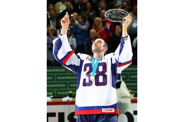 How could I have missed this. The Slovakian World Championship team (in this case Chara) paying tribute to Pavol Demitra.