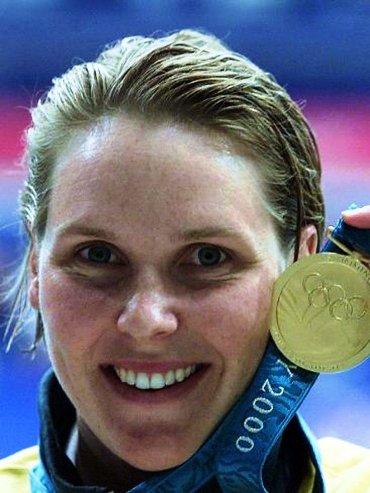 Swimmer Susie O'Neill proudly displays her gold medal after winning the 200m freestyle final at Sydney Olympic Games at Homebush. Picture: Gregg Porteou
