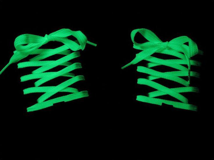 Veters met dubbel leven: overdag netjes wit, en in de nacht klaar om te RAAVEEEEEEEEEEEEEEEEEEEEN! Overdag kan je veilig en incognito naar het kantoor, naar de bank of op zondagse koffie bij de schoonfamilie. ´s Avonds wanneer je je natuurlijke habitat , de discotheek, binnenstapt, worden je schoenen een oogverblindende eye-catcher.