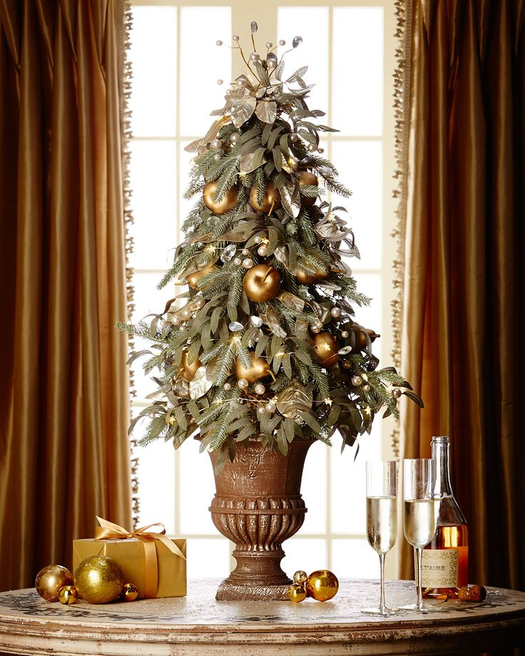 Traditional-And-Unusual-Christmas-Tree-Décor-Ideas_25