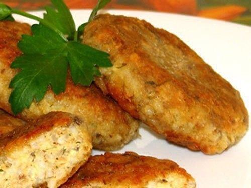 Биточки из рыбных консерв с рисом Рыбные консервы в масле — 1 банка. Рис — 1…
