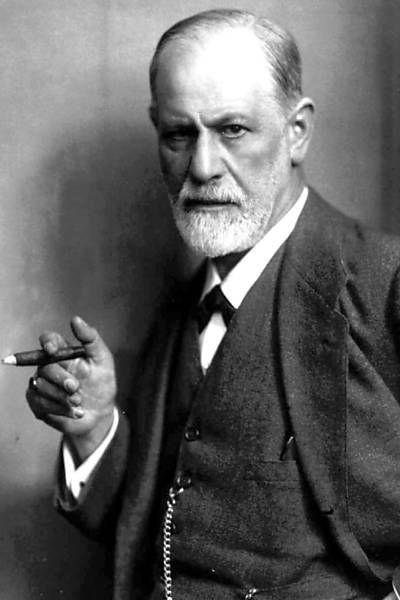 Uma das imagens mais famosas de Freud, em que o psicanalista posa fumando charuto, foi feita por seu sobrinho Max Halberstadt em 1921
