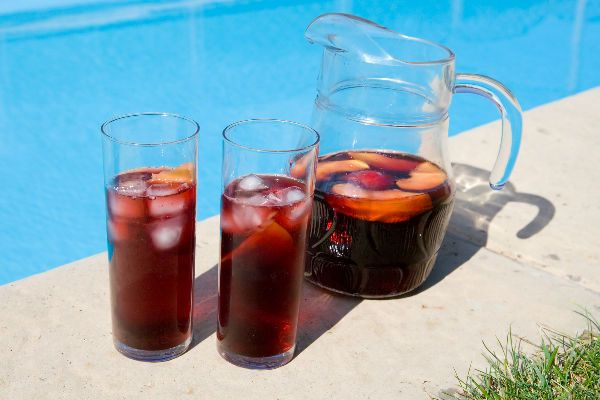 Summer is THE perfect time for Red, honest.... Read how to enjoy your reds this sticky summer season: