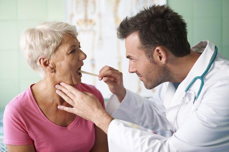 Verspüren Sie ein Kratzen im Hals? Lesen Sie hier, wie es zu dem lästigen Halskratzen kommt und was Sie dagegen tun können. http://der-seniorenblog.de/medizin-gesundheit/gesundheitsinformationennasenbluten/spezielle-gesundheitstipps/kratzen-im-hals-von-der-ursache-bis-zur-behandlung/ . Bild: fotolia