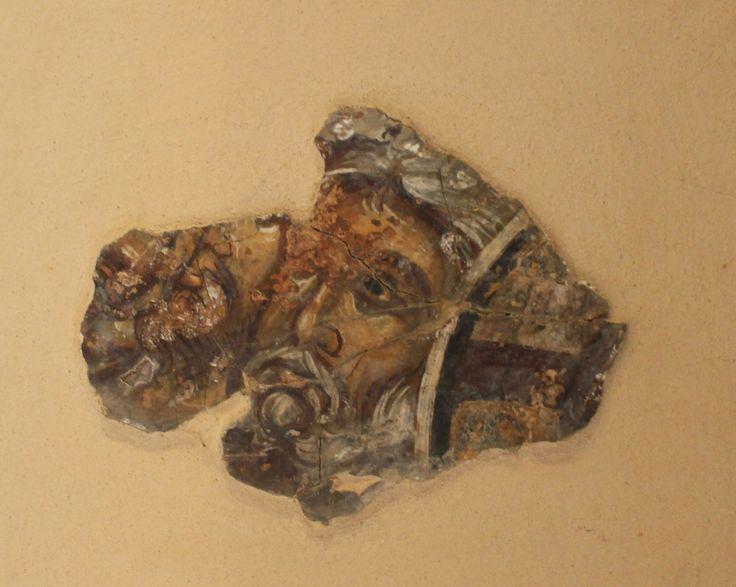 Σπάραγμα τοιχογραφίας με κεφαλή αγίου. 14ος-15ος αι.