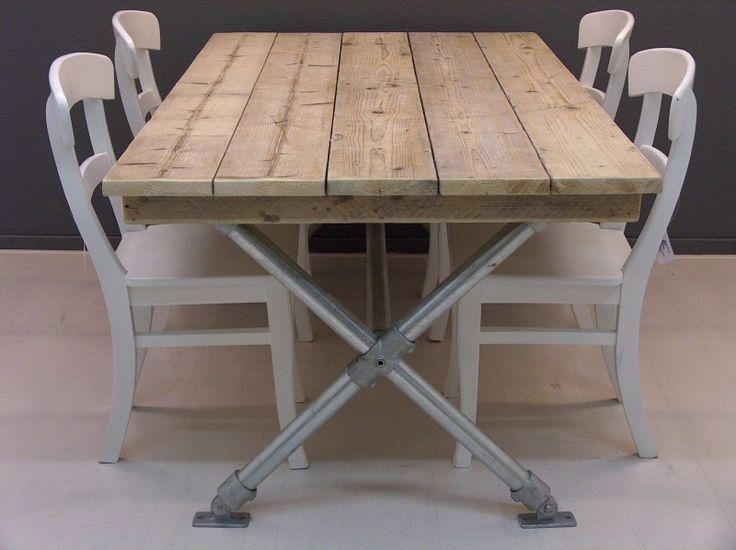 Tafel met steigerhouten blad en steigerbuizen kruispoot (22131522) | Tafels met steigerbuis | JORG`S Houten Meubelen