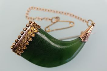 ANTIQUE GREENSTONE & GOLD CLAW BROOCH C.1900 | Trade Me