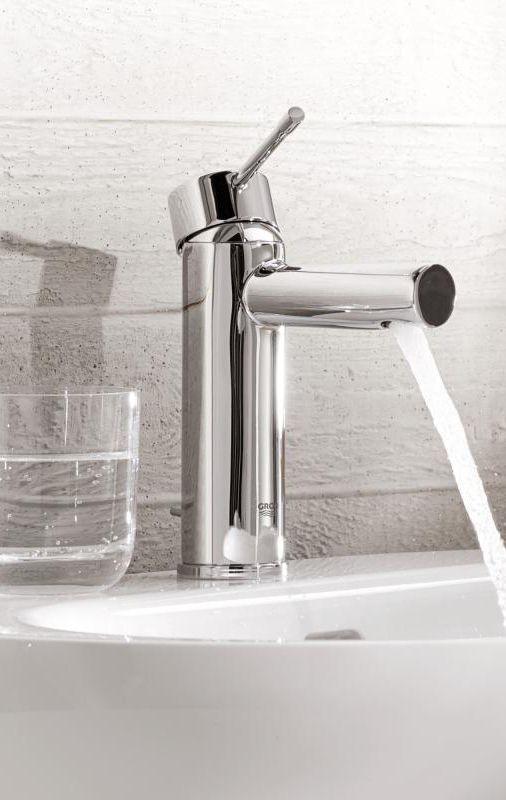 Grohe Essence: Holen Sie sich mit der Grohe Essence Waschtischarmatur Komfort in hoher Qualität in Ihr Badezimmer! Die moderne Waschtischarmatur überzeugt unter anderem mit praktischer Temperaturbegrenzung, die eine erhöhte Sicherheit vor Verbrühungen bietet. Zudem verfügt sie über eine langlebige Chromoberfläche. Die Waschtischarmatur verfügt über eine Ablaufgarnitur zum Öffnen und Schließen Ihres Waschtisches. #waschtischarmatur #grohe #essence #wasserhahn #bad #badezimmer #reuter…