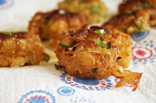 Jalapeno Crab Cakes | This simple appetizer is sure to impress!
