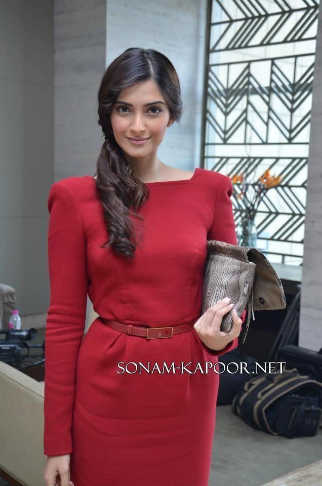 Sonam Kapoor Style: Bollywood Celeb Style.