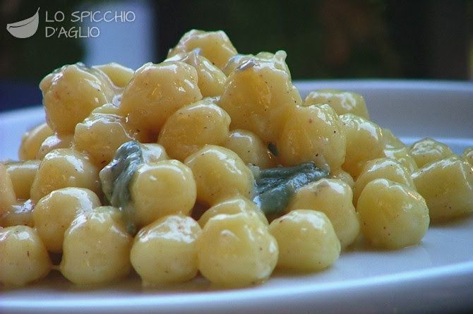 Gnocchi with Gorgonzola Cheese Sauce : Classic Italian Receipe