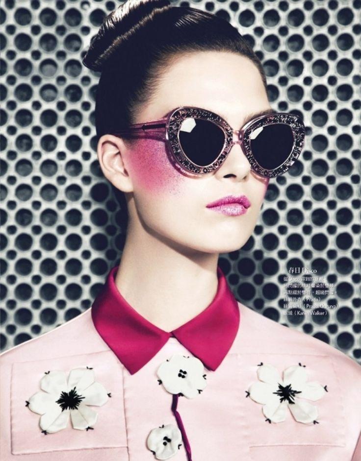 7. rayé fard à #joues - 7 Erreurs #courantes de maquillage chez les #adolescentes... → #Makeup