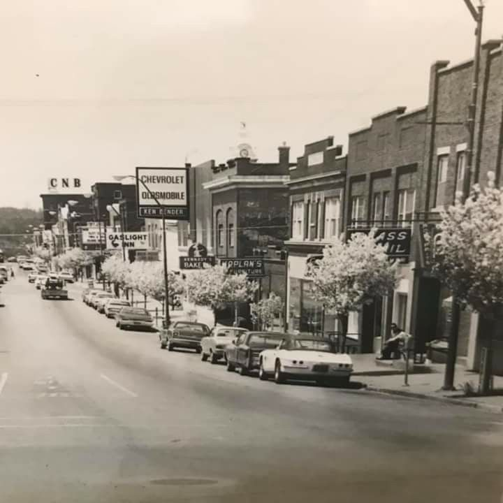 What A Great Picture Of Wheeling Avenue Back In 1974 Many Of Those Old Buildings Are Long Gone And Those Still Stan Cambridge Ohio Places To Go West Virginia