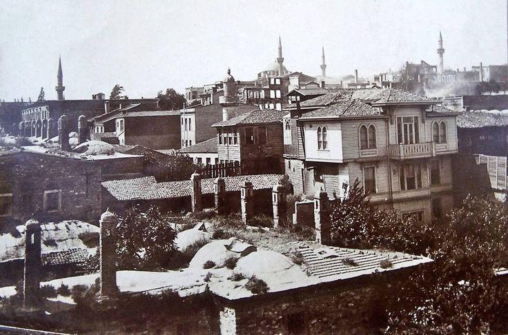 Atik İbrahim Paşa Cami yönünden Beyazıt Camii Yönüne Bakış. Ön kısım Büyük Valide Hanı / Mercan http://ift.tt/2mRXdM4