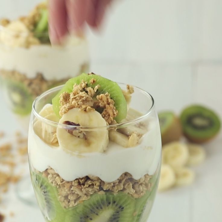 How to make Kiwi and Granola Parfait.