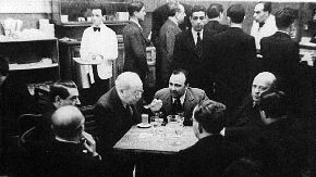 Manuel Azaña en el bar del Congreso. Archivo Histórico Izquierda Republicana