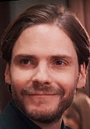 Daniel Brühl as Hubertus Czernin in the Woman in Gold movie. See more pics at: http://www.historyvshollywood.com/reelfaces/woman-in-gold/