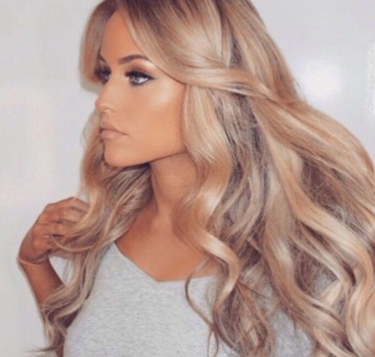 Looks like a damn Barbie! Love the hair!