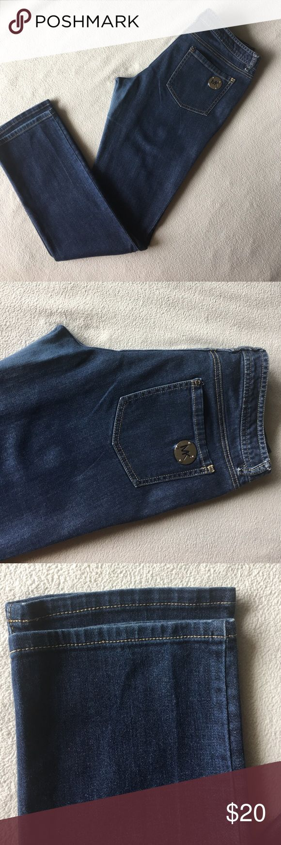 "MICHAEL KORS SLIM JEANS Size 8 Preowned in good condition. Fits good to size. Lightweight. Inseam 31"". Waist 34"" Michael Kors Jeans Skinny"
