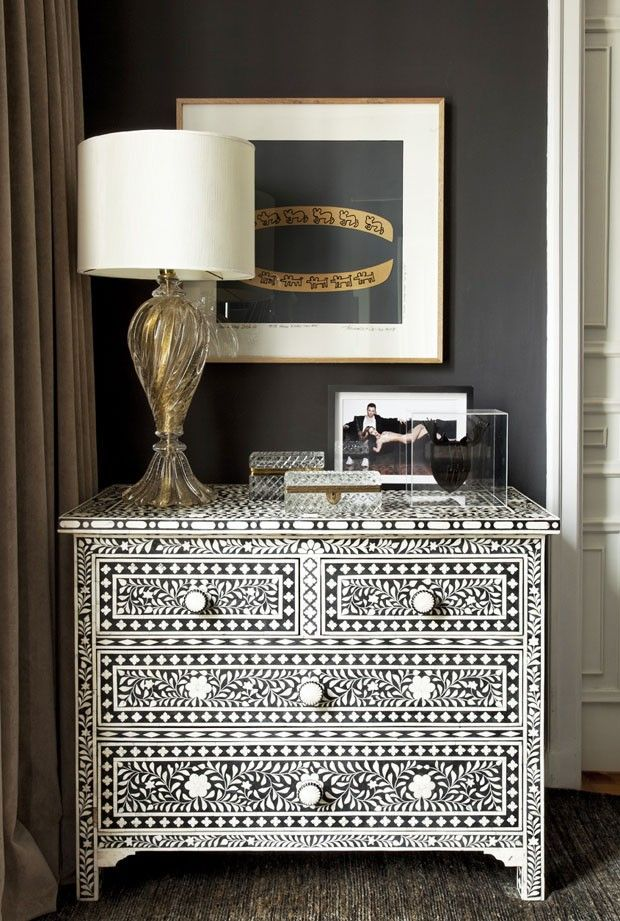Stunning furniture and beautiful Murano lamp  (Foto: Alain Brugier)