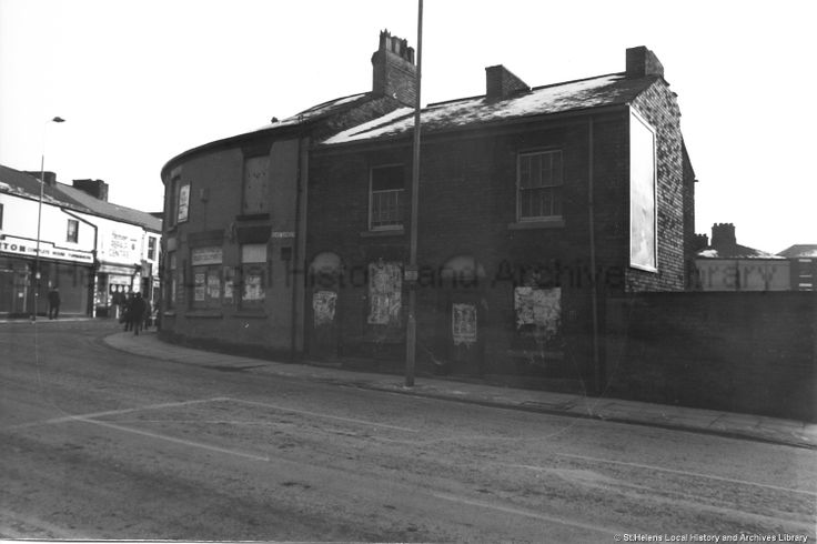 PH/17/17/5 Duke Street, St.Helens c.1989. . . . . . PH - Photographic collections 17 - Photographic collections that were created by individual depositors 17 - Photographs showing the town centre of St.Helens