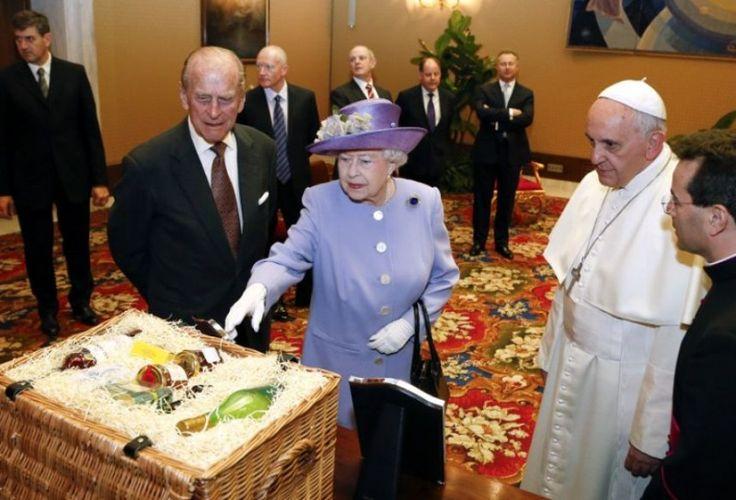 Куда делась Елизавета II: приняла православие, умерла или реинкарнировала?