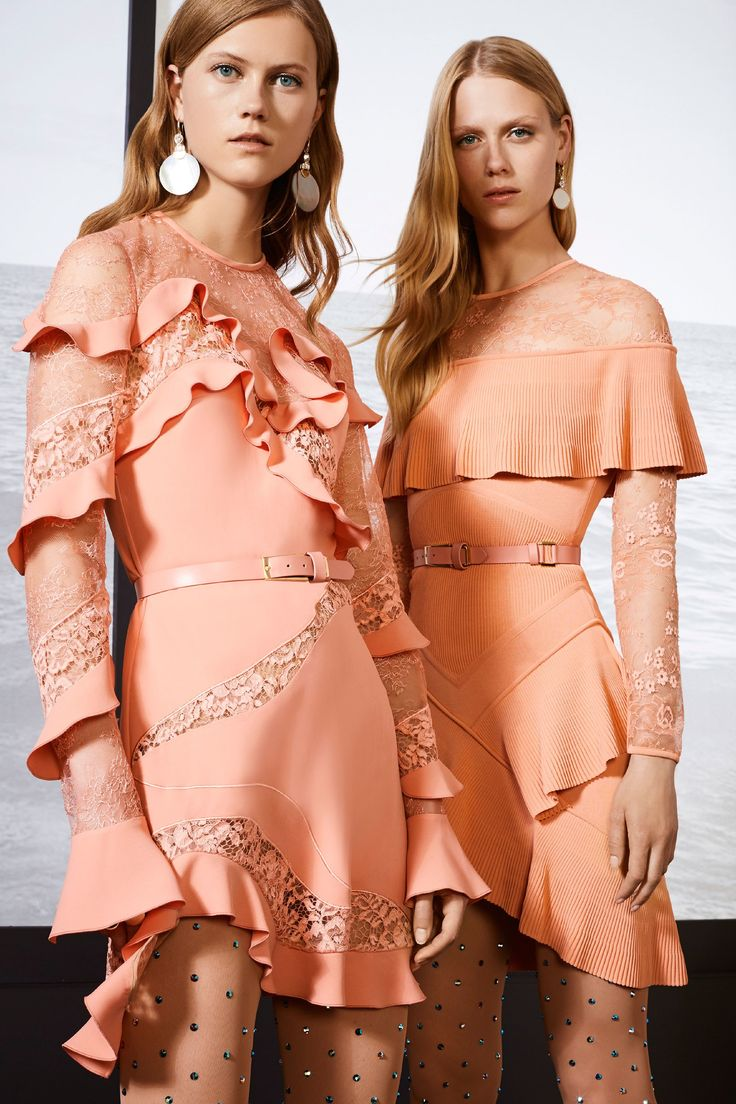 Layered Bell sleeves and Peachy tones brought to us by Elie Saab SS18 Resort Collection   #ElieSaab #SS18 SSTrends #Spring Trends #Lacetrends #Peachtones #Bellsleeves #ElieSaabResort18
