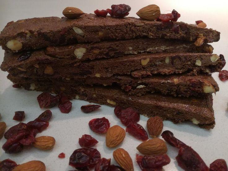 Η ολική μεταμόρφωση του χαλβά.  Σοκολατένιες μπάρες με χαλβά και ξηρούς καρπούς για μικρούς και μεγάλους.  ΥΛΙΚΑ  • 1 συσκευασία σοκολάτα κουβερτούρα (125 γρ.)  • 100 γρ. χαλβάς βανίλια  • 1 κ.σ. βανίλια υποβρύχιδ  • 1/2 κούπα καβουρδισμένα και χοντροκομμένα αμύγδαλα  •