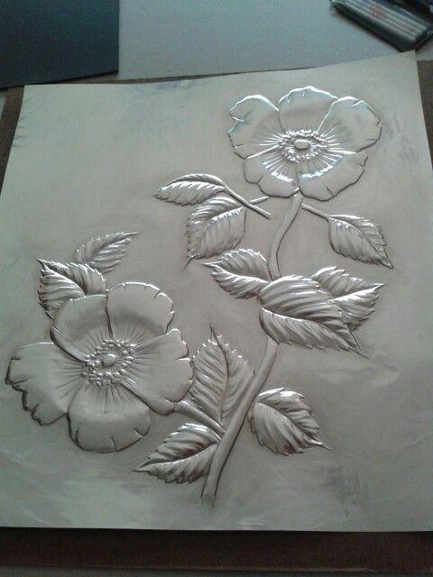 Flores en repujado artístico. ..Galy Rodriquez Más