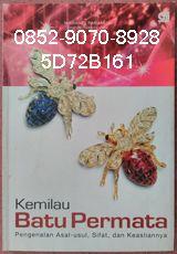 0852-9070-8928, Toko Buku Online, Jual Buku Bekas, 5D72B161 BUKU KEMILAU BATU PERMATA, by Mahardi Paramita Pengenalan Asal-usul, Sifat, dan Keasliannya Buku ini menyajikan berbagai informasi kepada anda berkenaan dengan beragamnya batu permata – mulai dari Diamond (Berlian), Amethyst (Kecubung), Emerald (Jamrud), Jade (Giok), Lapis Lazuli, hingga Opal dan jenis-jenis lainnya – bukan hanya mengenai sifat fisik, tetapi juga berbagai hal menarik mengenai batu-batu tersebut.