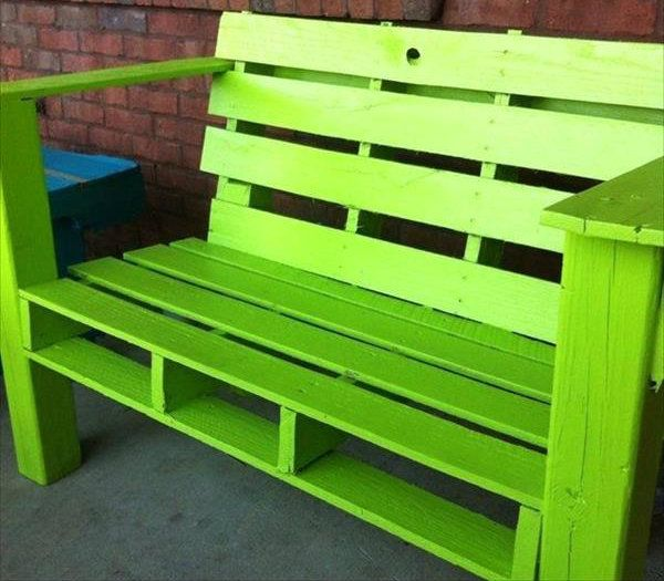 17 best ideas about pallet seating on pinterest cheap for Cheap garden seating ideas