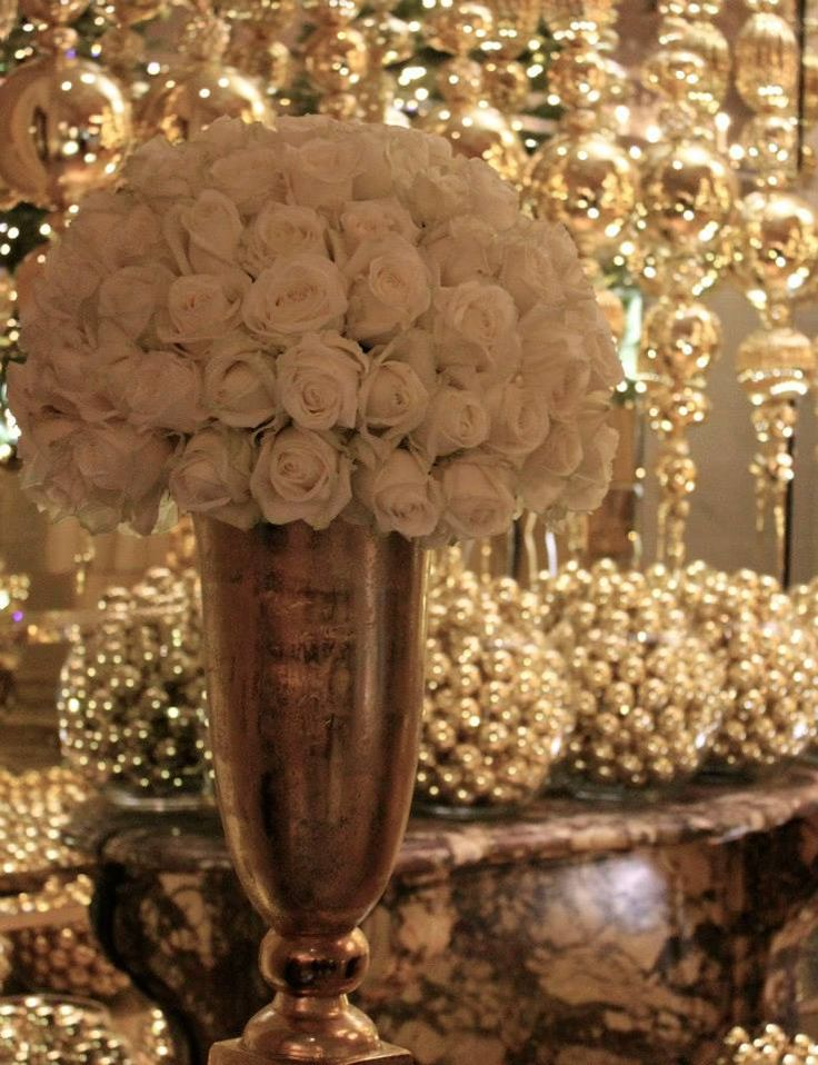 Avalanche+ by Meijer Roses in a elegance Christmas design by Jeff Leatham at Four Seasons Hotel George V Paris! (photo by LM Flower Fashion)