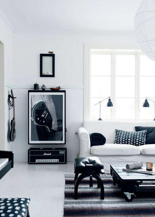 elle-decor-black-&-white-living-area
