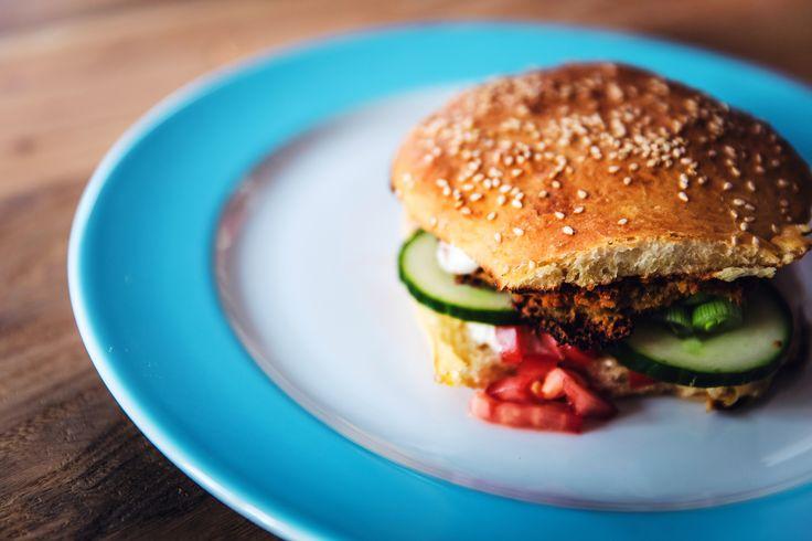 """O flexitarianismo é um termo que funde os conceitos """"vegetarianismo"""" e """"flexível"""", uma nova tendência nutricional, cuja dieta é baseada na ingestão de alimentos vegetais mas permite a ingestão, esporádica, de peixe e carne. As explicações são da nutricionista Ana Rita Lopes, da Unidade de Nutrição do Hospital Lusíadas Lisboa."""