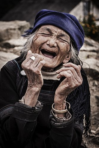 Sorri mesmo sem dentes, o sorriso alimenta a alma !