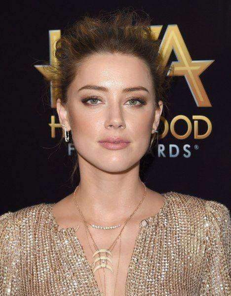 Johnny Depp et Amber Heard couple glamour et rétro sur le tapis rouge