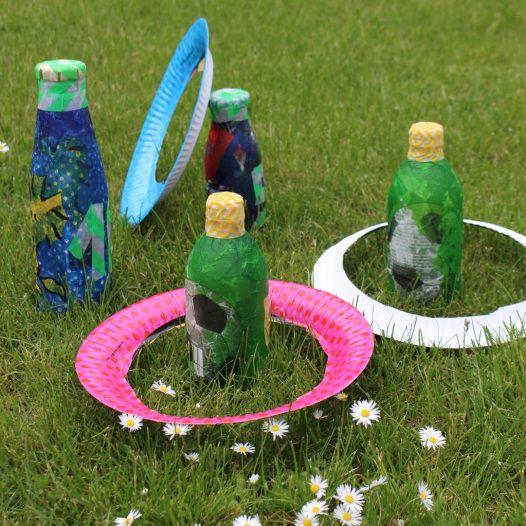 Wurfspiel aus Flaschen selbstgemacht mit Kindern