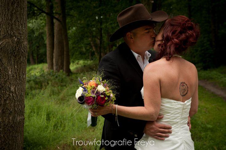 bruidsfoto in het bos - #TrouwfotografieFreya